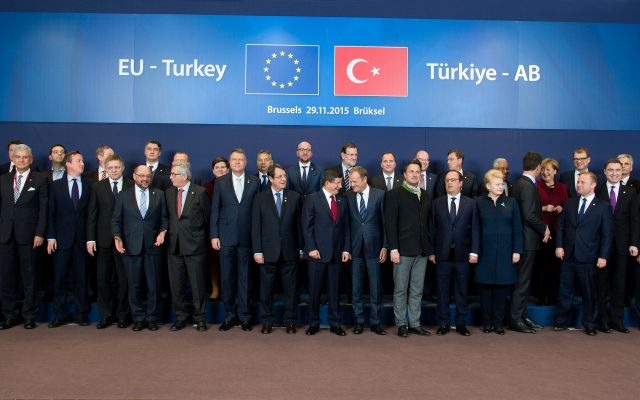 Group photo, from left to right,in the 1st row: Federica Mogherini, Frans Timmermans, Volkan Bozkır, Turkish Minister for EU Affairs and Chief Negotiator for accession negotiations to the EU, David Cameron, British Prime Minister, Robert Fico, Slovak Prime Minister, Martin Schulz, President of the EP, Jean-Claude Juncker, Klaus Iohannis, President of Romania, Nicos Anastasiades, President of Cyprus, Ahmet Davutoğlu, Donald Tusk, Xavier Bettel, Luxembourgish Prime Minister; Minister of State; Minister for Communications and Media; Minister for Religious Affairs, François Hollande, President of the French Republic, Dalia Grybauskaitė, President of Lithuania, Mark Rutte, Dutch Prime Minister, Joseph Muscat, Maltese Prime Minister, Taavi Rõivas, Estonian Prime Minister, Mevlüt Çavusoglu, Turkish Minister for Foreign Affairs, and Jeppe Tranholm-Mikkelsen, Secretary-General of the Council of the EU,in the 2nd row: Laimdota Straujuma, Latvian Prime Minister, Matteo Renzi, Italian Prime Minister, Alexis Tsipras, Greek Prime Minister, Enda Kenny, Irish Prime Minister, Zoran Milanović, Croatian Prime Minister, Lars Løkke Rasmussen, Danish Prime Minister, Beata Szydło, Polish Prime Minister, Viktor Orbán, Hungarian Prime Minister, Charles Michel, Belgian Prime Minister, Mariano Rajoy Brey, Spanish Prime Minister, Stefan Löfven, Swedish Prime Minister, Bohuslav Sobotka, Czech Prime Minister, Miro Cerar, Slovenian Prime Minister, António Costa, Portuguese Prime Minister, Angela Merkel, German Federal Chancellor, Juha Sipilä, Finnish Prime Minister, Werner Faymann, Austrian Federal Chancellor, and Boyko Borissov, Bulgarian Prime Minister