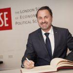 Xavier Bettel signs the LSE guest book.